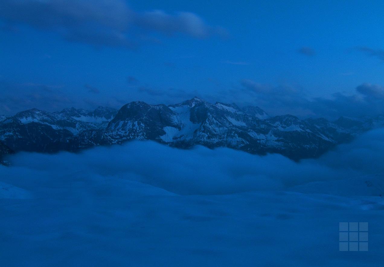 Landschaftsbild Berge in Wolken